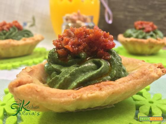 Tartine di frolla salata alle arachidi e mousse di spinaci – videoricetta