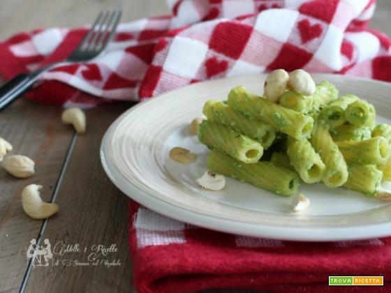 Pasta con pesto di broccoletti ed anacardi