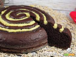 Torta a spirale bicolore cacao e crema