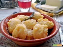 Gnocchi di polenta con burro, salvia e parmigiano