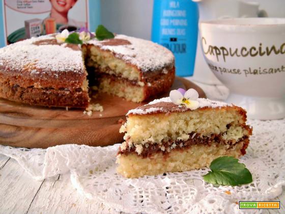 Golosissima torta al cocco farcita con nutella