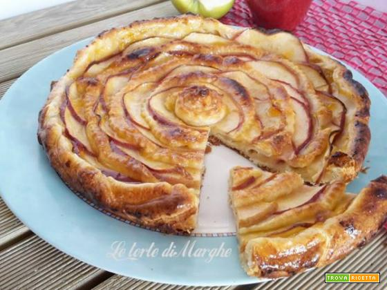 Torta di pasta sfoglia di mele e crema pasticcera