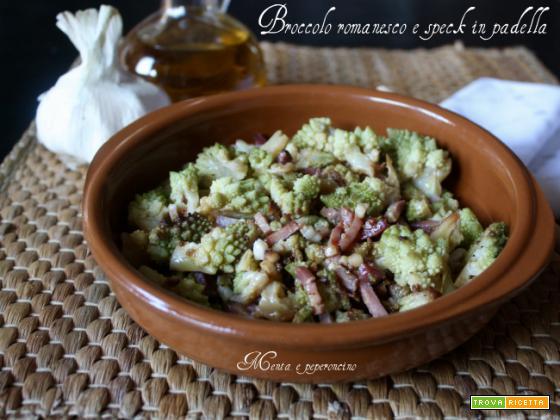 Broccolo romanesco e speck in padella