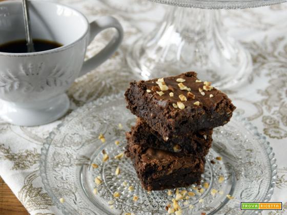 Brownies doppio cioccolato e granella di nocciole...sono qui!