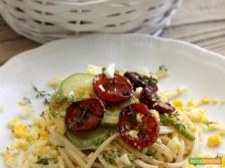 Spaghetti pomodorini confit, zucchine e uova sode