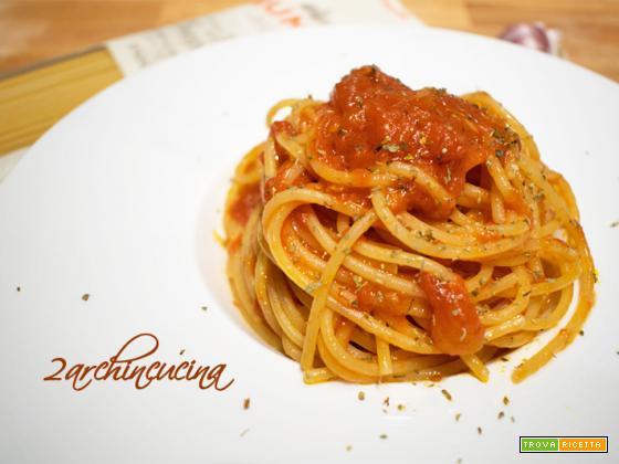 Spaghetti al sugo all'aglione