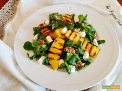 Ananas alla griglia con insalata feta e noci