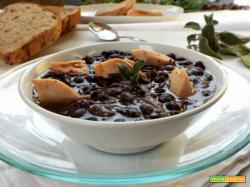 Zuppa di fagioli neri e sgombro