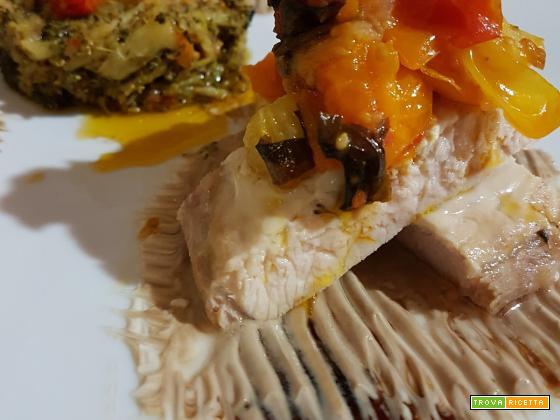 Lombo di maiale in salsa allo yogurt e aceto balsamico con contorno di broccoletti e fantasia di datterini siciliani