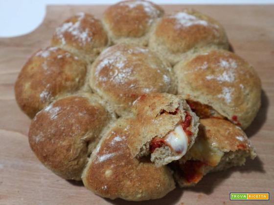Palline integrali con mozzarella e pomodoro