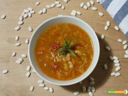 Zuppa di fagioli toscani e verza