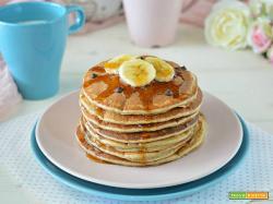 Banana pancakes con farina integrale e sciroppo d'acero