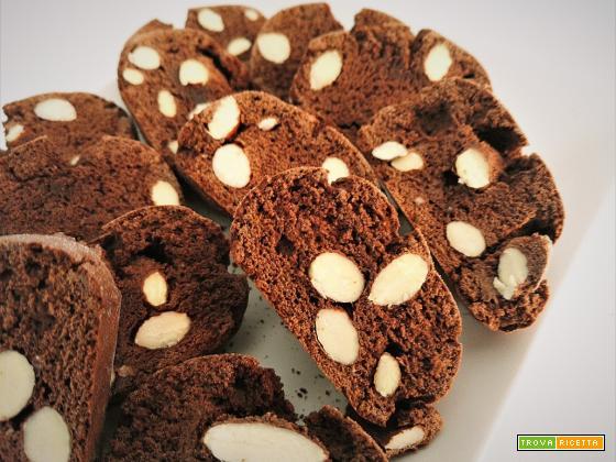 Cantucci (tozzetti) al cioccolato con mandorle