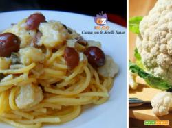 Spaghetti con cavolo fritto, olive e capperi