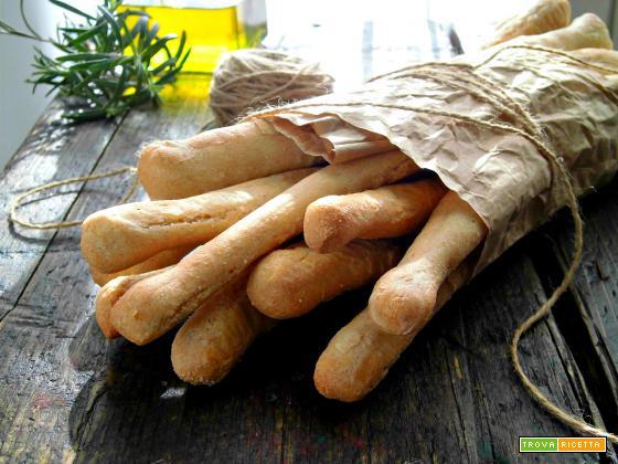 Grissini di pane fatti in casa, semplici e gustosi