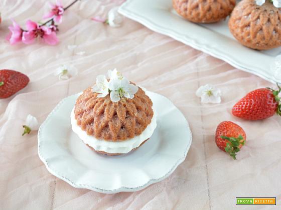 Mini Bundt cake alle fragole e panna