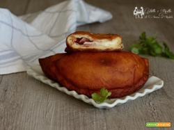 Calzoni fritti, rosticceria Siciliana