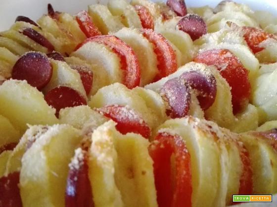 Teglia di patate e verdure gratinate al forno