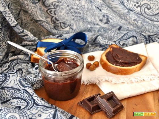 Crema di nocciole fatta in casa (vegan)