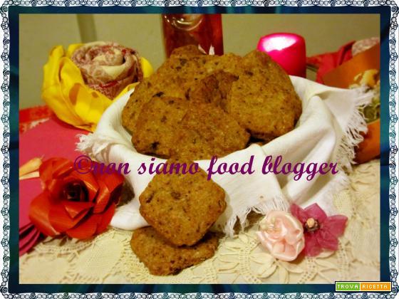 Frollini semintegrali con farina di farro, cioccolato fondente e bacche di goji, ricetta vegan