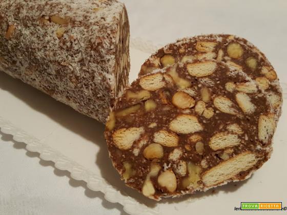 Salame dolce al cioccolato al miele e frutta secca