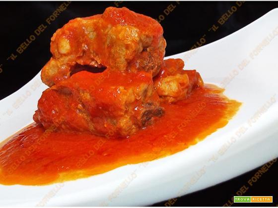 Tarachelle (costine) di maiale con salsa di pomodoro
