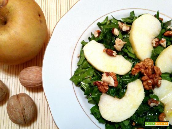 Insalata di spinaci, mela renetta e noci