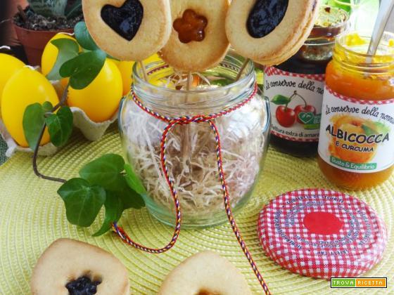 Biscotti Pasquali su stecco alle mandorle con cuore di confettura