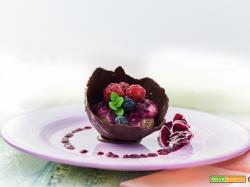 coppetta di cioccolato e crema di anacardi ai frutti rossi