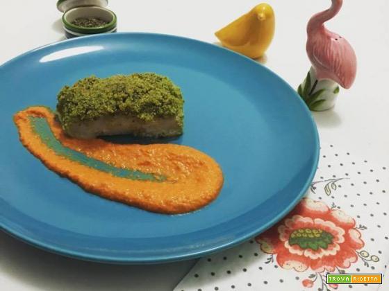 Merluzzo gratinato al prezzemolo e pesto di peperoni