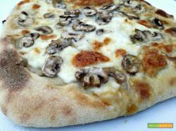 Pizza al gorgonzola e funghi (con lievito madre)