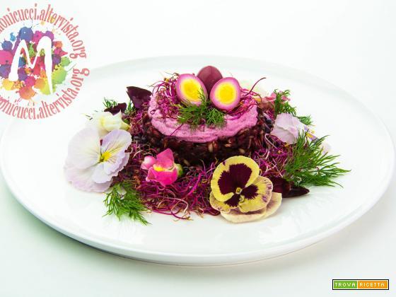 Nido di Primavera: Pilaf di Riso Integrale alla rapa rossa con mousse di caprino, germogli e uova di quaglia