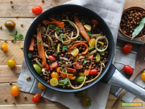 Roveja in insalata con verdure colorate – delizia vegana