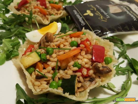 Cestini di grattugiato fresco Bella Lodi senza lattosio, con insalata di orzo e misto di verdure