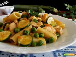 Tufoli con zucchine pollo e piselli