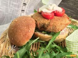 Burger con scamorza affumicata, cannellini e carciofi – videoricetta