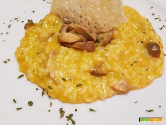 Risotto ai funghi porcini con zucca, patate e cialda di Parmigiano croccante