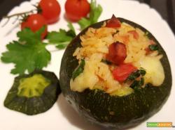 Zucchine tonde ripiene di riso, prosciutto, peperone e mozzarella
