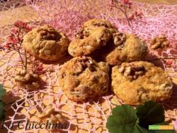 Biscotti con farro, noci, pera e uvetta