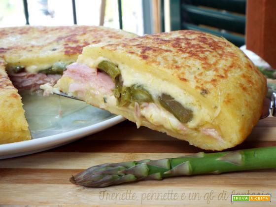 Focaccia di patate con asparagi e prosciutto..cotta in padella