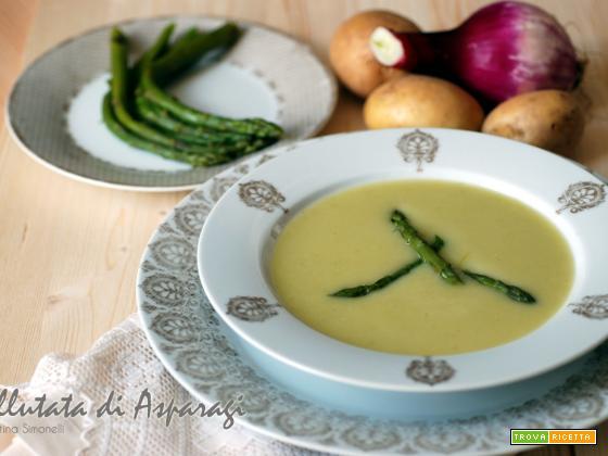 Vellutata di asparagi, ricetta vegana e di riciclo