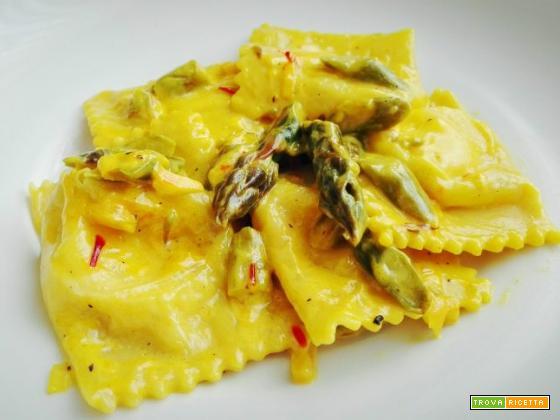 Tortelli alla ricotta di bufala con crema allo zafferano e asparagi