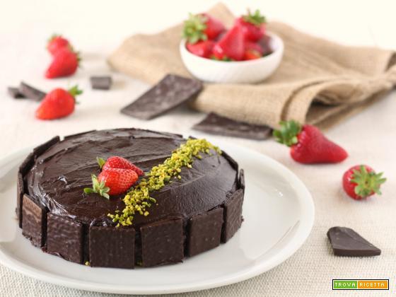 Torta vegana al cioccolato fondente ripiena