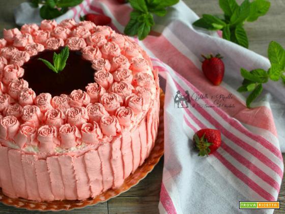Torta di compleanno – farcita con crema al mascarpone e fragole
