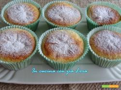 Muffin senza uovo con cocco e frutti di bosco