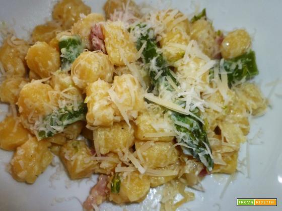 Gnocchi con porri pancetta affumicata e asparagi