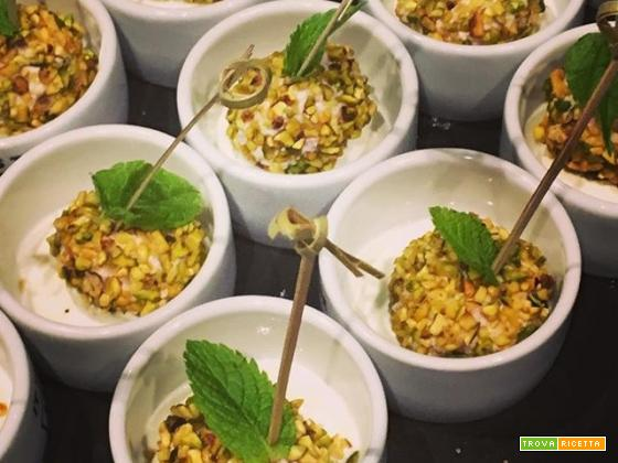 Palline di mortadella e ricotta con granella di pistacchi