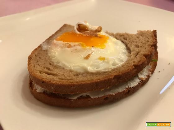 Senza Bimby, Egg-in-a-Hole-Sandwhic di Pane di Segale con Uova al Tegamino