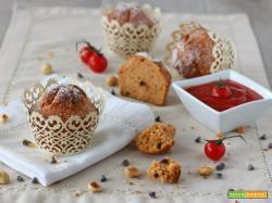 Muffin dolci al pomodoro nocciole e cioccolato