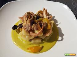 Cavatelli su vellutata di peperoni con moscardini, peperoni saltati e olive taggiasche